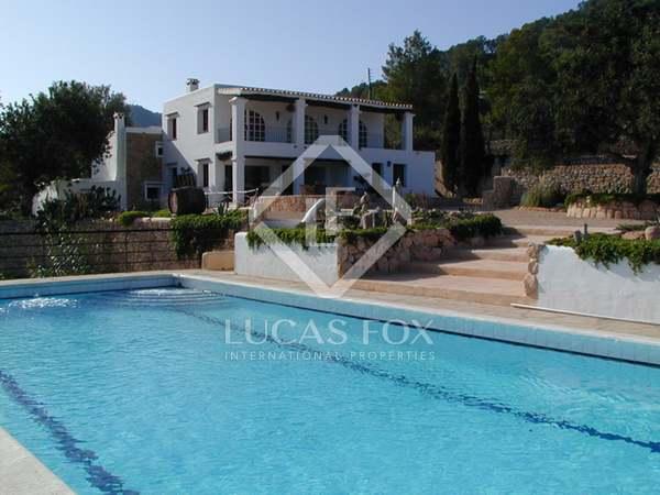 Finca en venta con vistas al mar en San José, Ibiza.