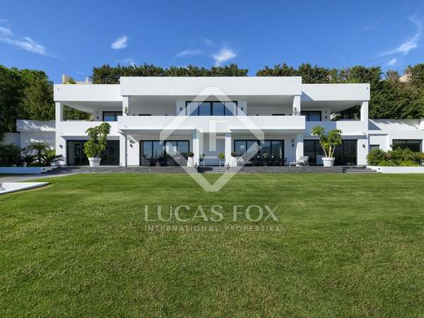 1,600m² House / Villa with 3,200m² garden for sale in Nueva Andalucía