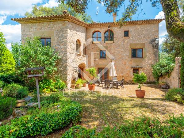 545m² Country house with 2,500m² garden for sale in Pla de l'Estany
