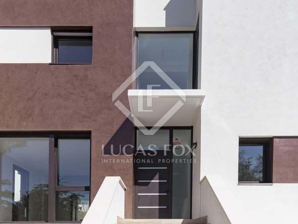 Villa semiadosada de obra nueva en venta en Els Cards