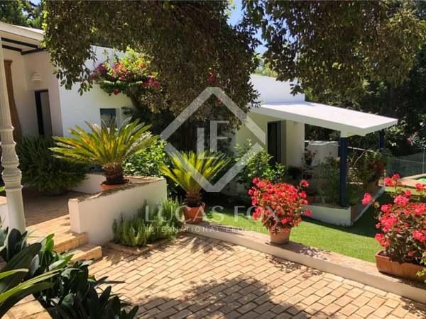 Huis / Villa van 184m² te koop met 1,700m² Tuin in Sotogrande