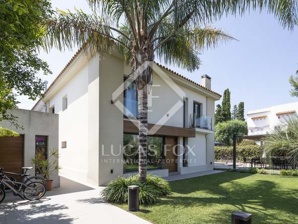 Semi-detached 4-bedroom house with a pool to buy in Terramar