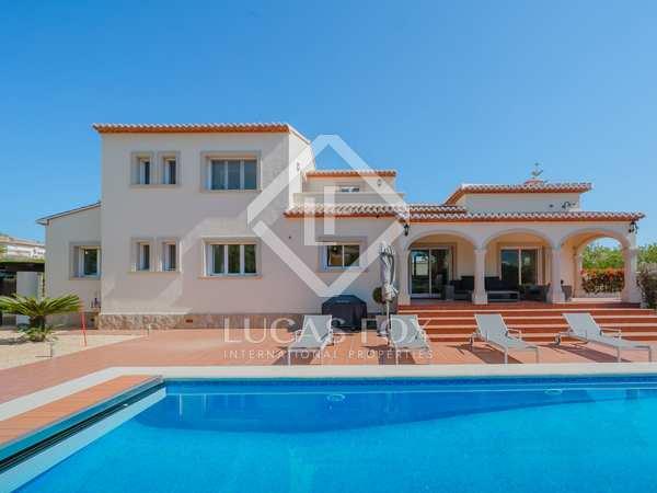 Huis / Villa van 242m² te koop in Jávea, Costa Blanca