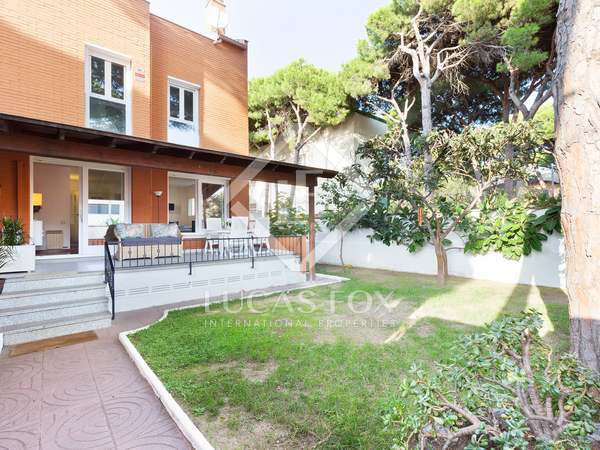 220m² House / Villa for rent in La Pineda, Barcelona