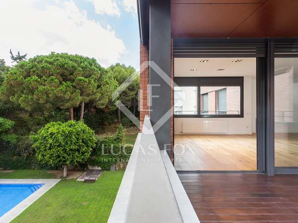 200m² Apartment with 14m² terrace for sale in Pedralbes