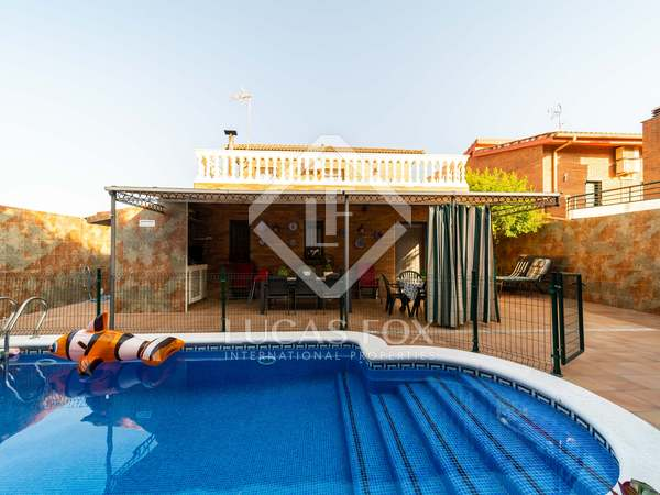 291m² House / Villa with 293m² garden for sale in Viladecans