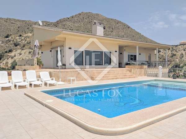 Villa de 422m² con 500m² de jardín en venta en Playa San Juan
