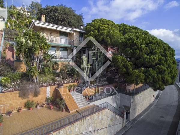 Huis / Villa van 264m² te koop in Tiana, Maresme