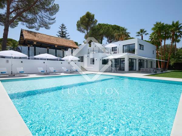 340m² House / Villa with 126m² terrace for sale in Nueva Andalucía