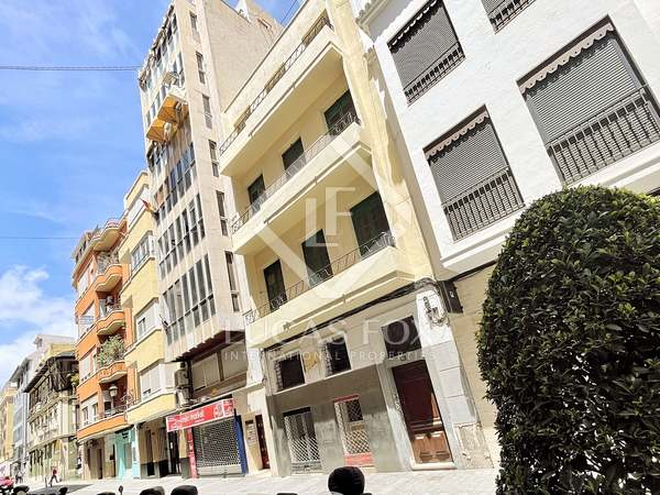 555m² Apartment with 22m² terrace for sale in Alicante ciudad