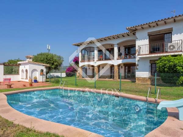 Huis / Villa van 485m² te koop met 980m² Tuin in Sant Feliu