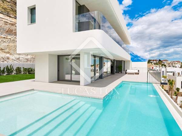 421m² House / Villa for sale in Alicante ciudad, Alicante