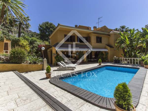 327m² House / Villa for sale in Los Monasterios, Valencia