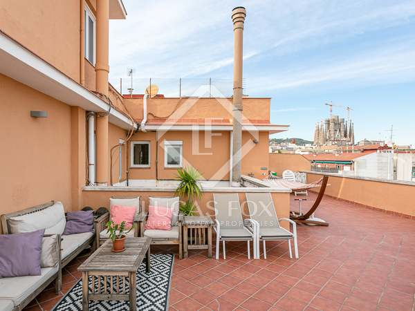 126m² Penthouse with 67m² terrace for sale in Eixample Right