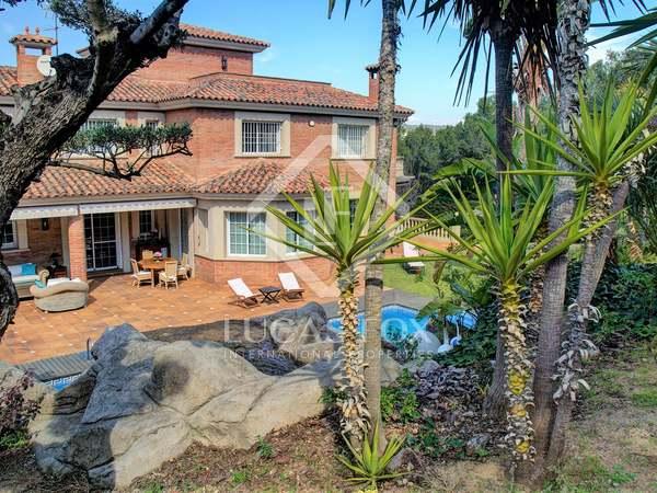 huis / villa van 751m² te koop in Urb. de Llevant