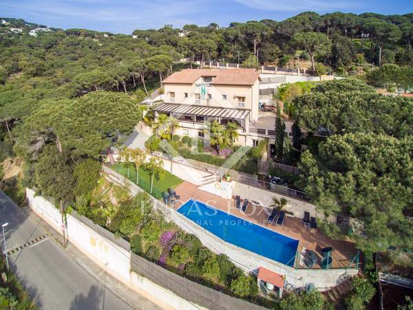 907 m² property for sale in Alella, Maresme