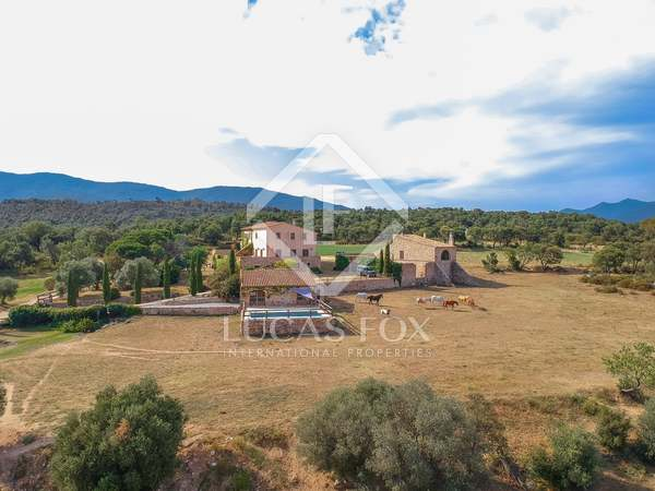1,600m² Country house for sale in Alt Empordà, Girona