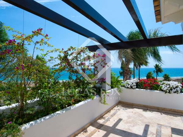 317 m² house with 93 m² terrace for sale in Estepona