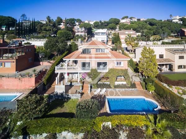 Huis / Villa van 472m² te koop in Teià, Maresme