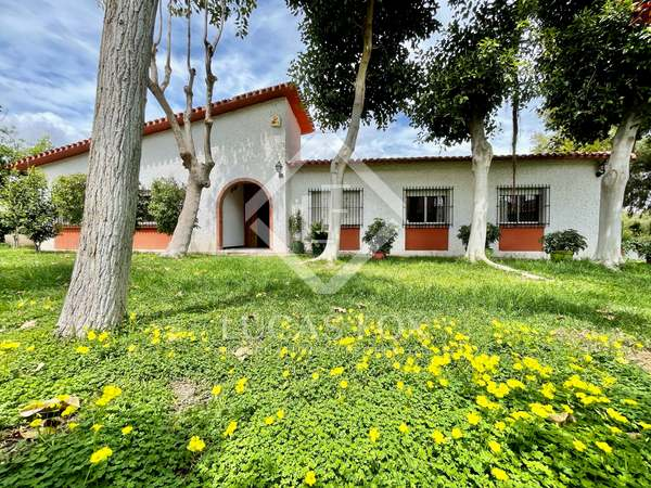 250m² House / Villa for sale in Alicante ciudad, Alicante