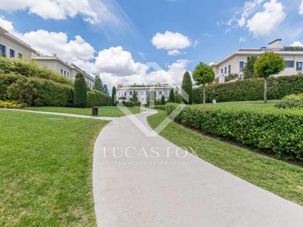 Appartement van 192m² te koop met 100m² terras in Aravaca