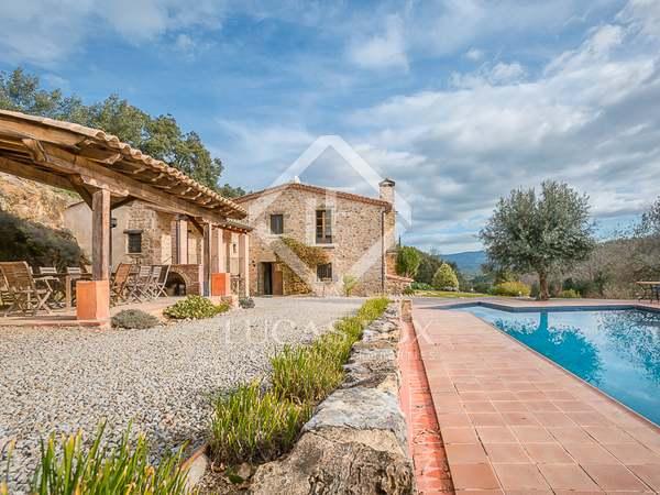 Casa de campo de 5 dormitorios en venta cerca de Girona