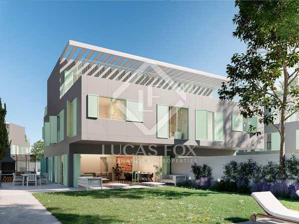 466m² house / villa with 400m² garden for sale in Aravaca