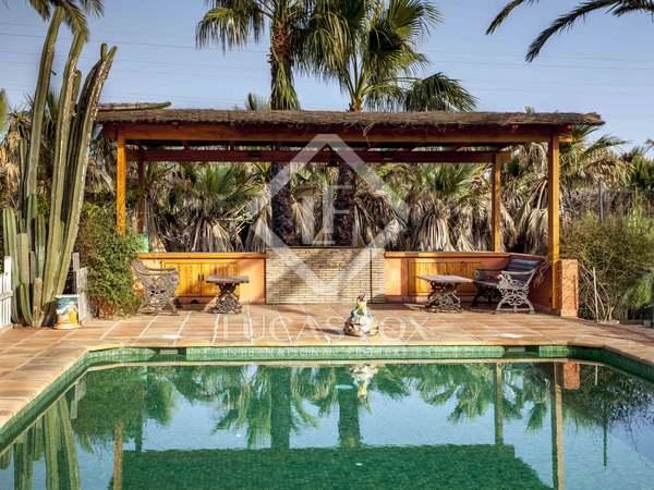 Huis / Villa van 907m² te koop met 100m² terras in Dénia