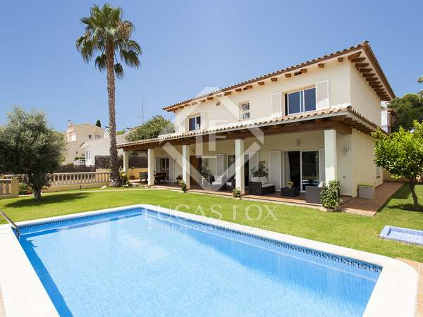 280 m² villa for sale in Vallpineda, Sitges