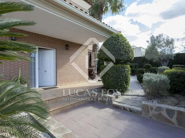 Huis / Villa van 400m² te koop met 11m² terras in Bétera