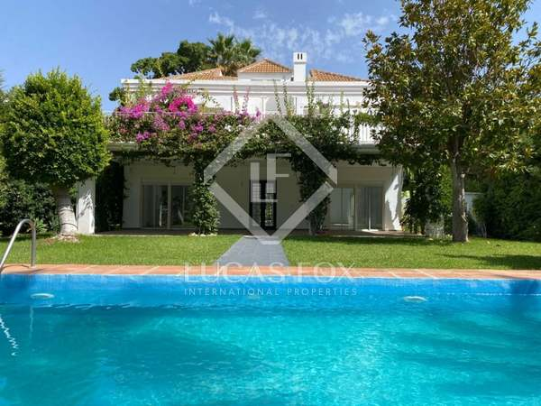 300m² House / Villa with 1,221m² garden for sale in Nueva Andalucía