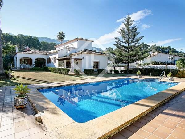Huis / Villa van 528m² te koop met 100m² terras in Dénia