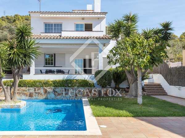 huis / villa van 338m² te koop in Levantina, Barcelona
