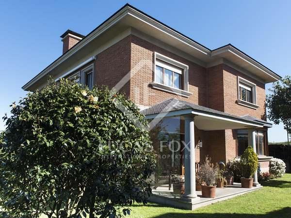 Huis / Villa van 407m² te koop in Vigo, Galicia