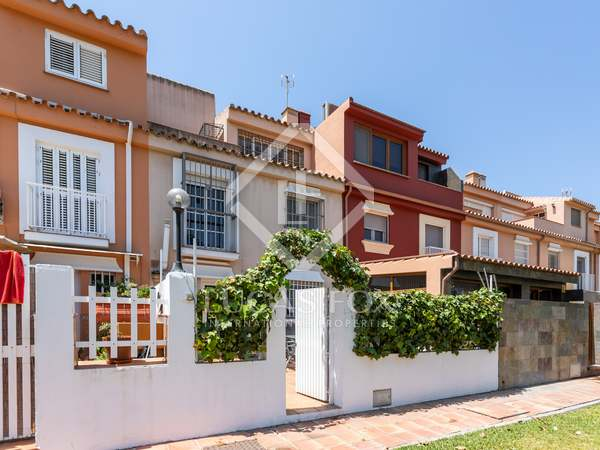 250m² House / Villa with 90m² garden for sale in Málaga