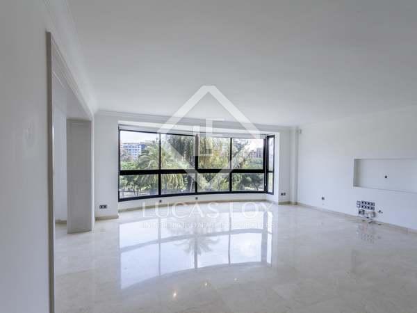 300m² Apartment for rent in Gran Vía, Valencia