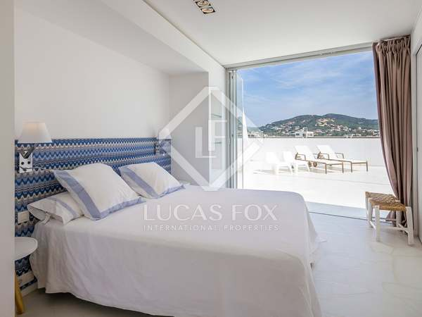 Spectacular penthouse for sale in Marina Botafoch, Ibiza