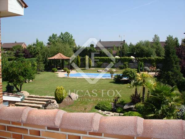 690m² House / Villa with 1,400m² garden for rent in Pozuelo