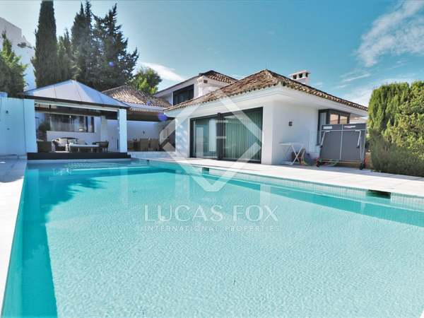455m² House / Villa with 926m² garden for sale in Nueva Andalucía