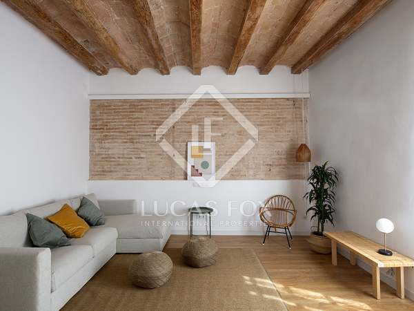 Renovated apartment for sale in Sants, Barcelona