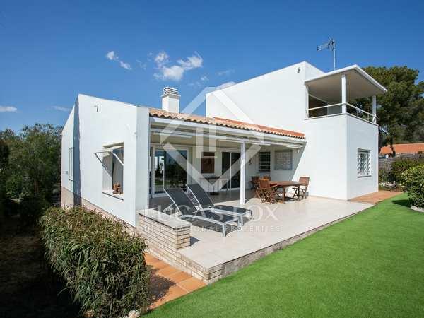 261m² House / Villa for sale in Els Cards, Barcelona