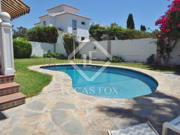 Villa de con 700m² de jardín en venta en Málaga
