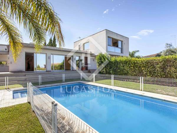 428m² House / Villa for sale in Bétera, Valencia