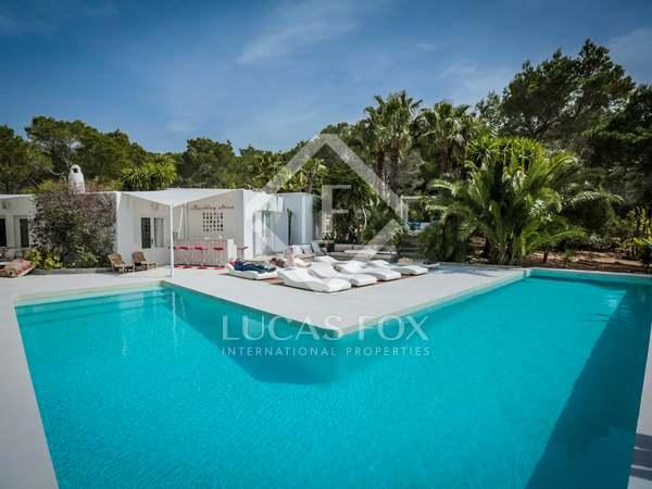 Villa con casa de invitados independiente en venta en Ibiza