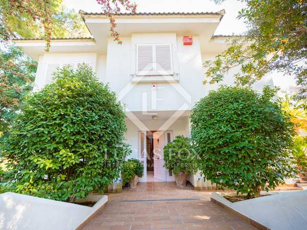346 m² villa for sale in Castelldefels