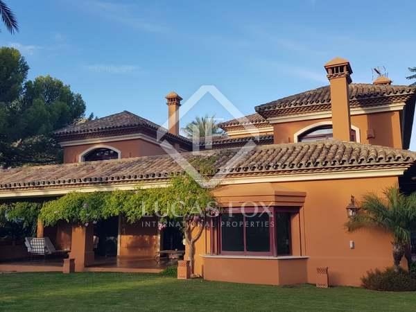 Huis / Villa van 828m² te koop met 1,475m² Tuin in Golden Mile