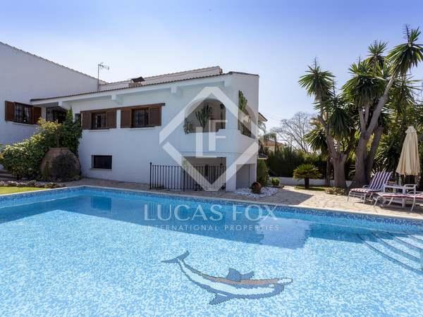 586m² House / Villa for sale in Paterna, Valencia