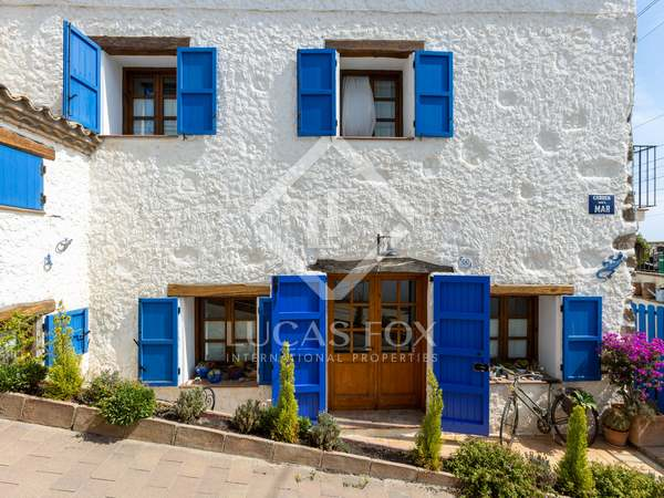 256m² House / Villa for sale in Montgat, Barcelona