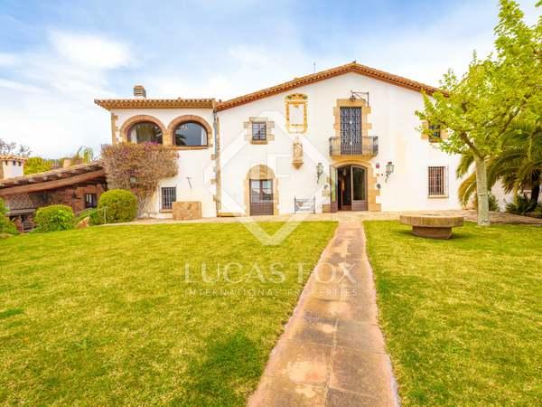 Casa di campagna di 2,000m² in vendita a Baix Emporda