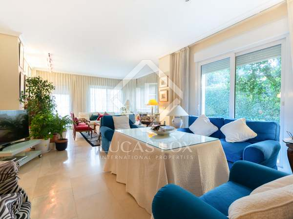 197m² Apartment with 300m² garden for sale in Aravaca